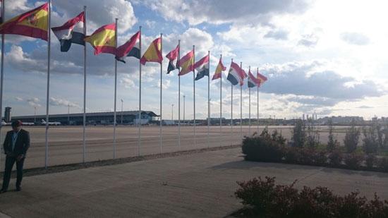 الأعلام المصرية والأسبانية تزين مطار مدريد لاستقبال الرئيس السيسى -اليوم السابع -4 -2015
