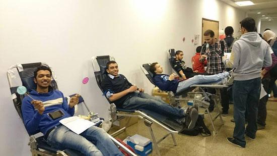 المتطوعون يتبرعون بأكياس الدم -اليوم السابع -4 -2015