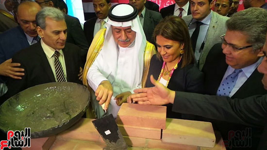 وزير المالية السعودى يضع حجر الأساس لتطوير قصر العينى (2)