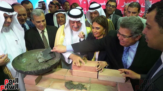 وزير المالية السعودى يضع حجر الأساس لتطوير قصر العينى (8)