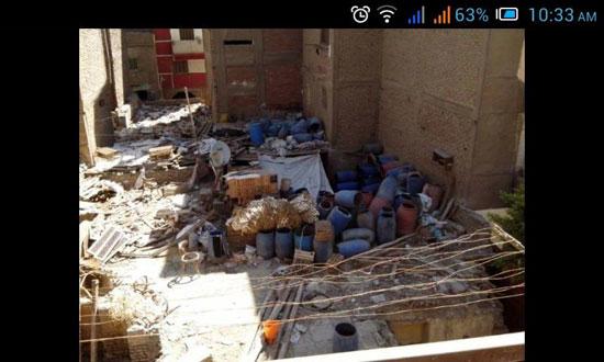 مصنع طرشى وسط النفايات (3)