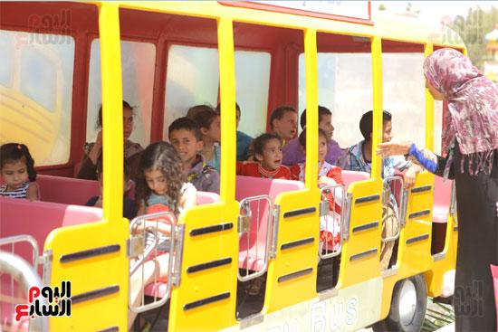1-3حديد المصريينتستكمل احتفالات يوم اليتيم برحلة لـ100طفل من القليوبية (3)