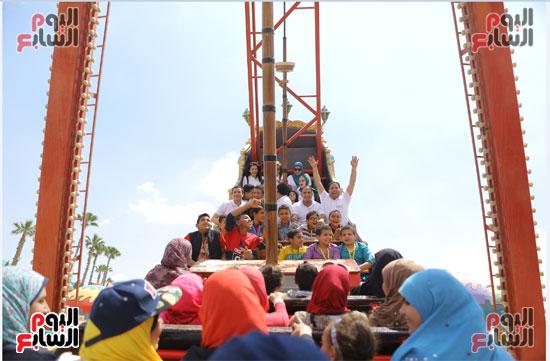 1-3حديد المصريينتستكمل احتفالات يوم اليتيم برحلة لـ100طفل من القليوبية (4)
