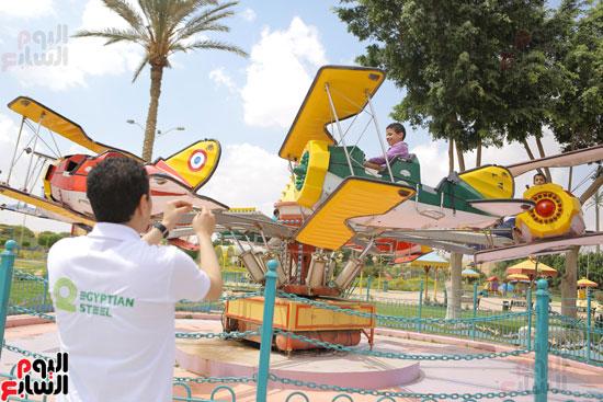 1-3حديد المصريينتستكمل احتفالات يوم اليتيم برحلة لـ100طفل من القليوبية (8)