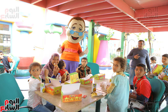 1-3حديد المصريينتستكمل احتفالات يوم اليتيم برحلة لـ100طفل من القليوبية (12)