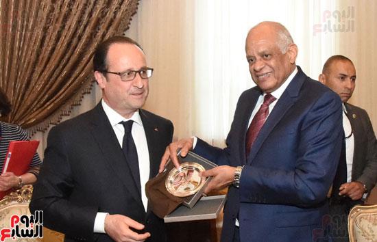 الرئيس الفرنسى يزور مقر مجلس النواب وعلى عبد العال فى استقباله (15)