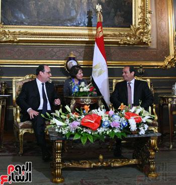 الرئيس الفرنسي يصل قصر عابدين لحضور حفل فنى بدعوة من الرئيس السيسي (2)