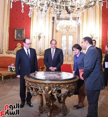 الرئيس الفرنسي يصل قصر عابدين لحضور حفل فنى بدعوة من الرئيس السيسي (3)