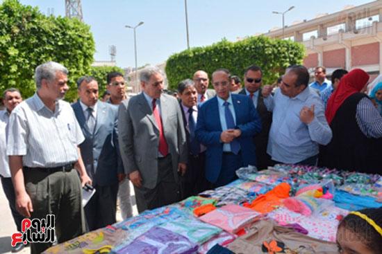 احمد جعيص رئيس جامعه اسيوط  معرض الطفل اليتيم (2)