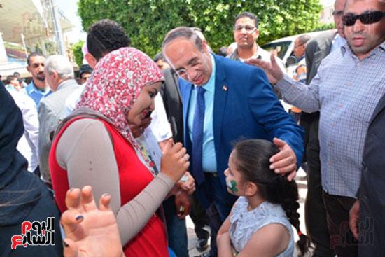 احمد جعيص رئيس جامعه اسيوط  معرض الطفل اليتيم (4)