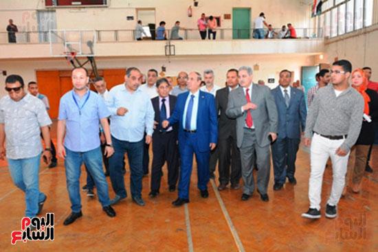 احمد جعيص رئيس جامعه اسيوط  معرض الطفل اليتيم (7)