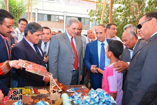 احمد جعيص رئيس جامعه اسيوط  معرض الطفل اليتيم (9)
