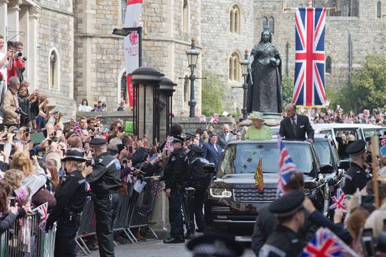 4201621153431احتفالات البريطانيون بعيد ميلاد الملكه اليزابيث (11).jpg