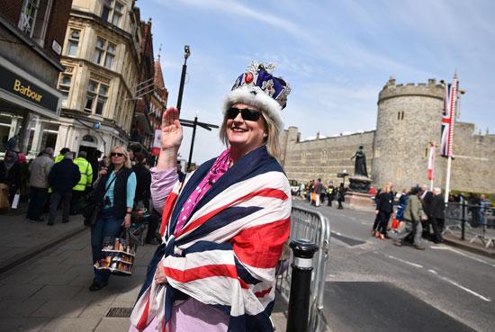 4201621153431احتفالات البريطانيون بعيد ميلاد الملكه اليزابيث (4).jpg