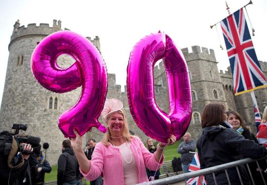4201621153635عيد ميلاد الملكه اليزابيث 90 (13).jpg