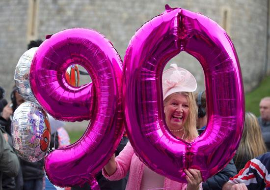 4201621153635عيد ميلاد الملكه اليزابيث 90 (6).jpg