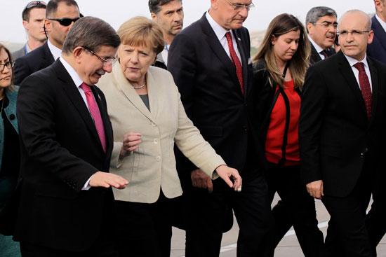 ميركل تزور اللاجئين بتركيا (1)