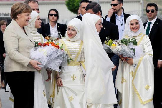ميركل تزور اللاجئين بتركيا (2)
