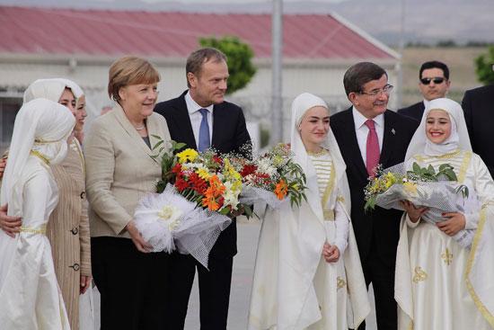 ميركل تزور اللاجئين بتركيا (4)