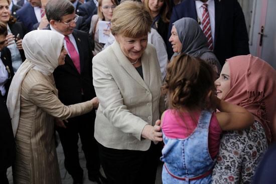 ميركل تزور اللاجئين بتركيا (7)