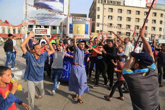 العراقيين يتظاهرون بساحة التحرير بقلب بغداد (2)