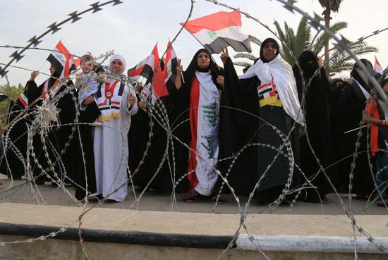 العراقيين يتظاهرون بساحة التحرير بقلب بغداد (5)