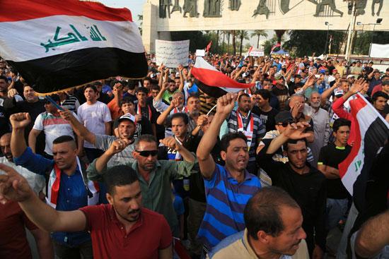 العراقيين يتظاهرون بساحة التحرير بقلب بغداد (8)