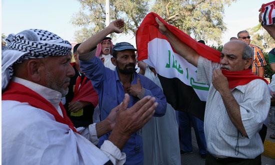 العراقيين يتظاهرون بساحة التحرير بقلب بغداد (9)