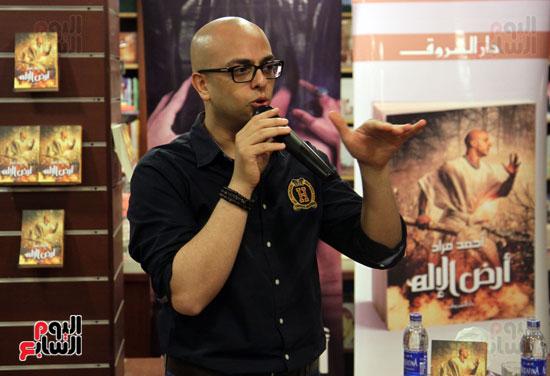 احمد مراد توقيع كتاب ارض الاله (1)