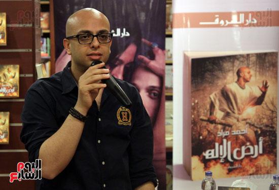 احمد مراد توقيع كتاب ارض الاله (11)