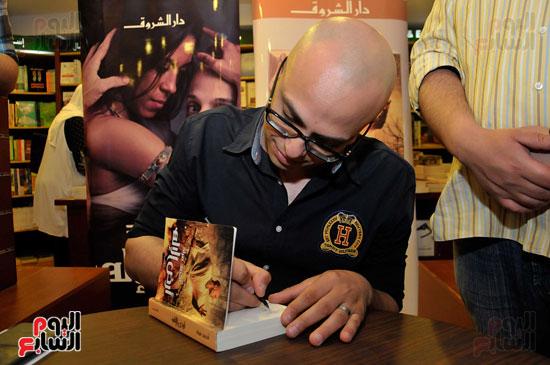 احمد مراد توقيع كتاب ارض الاله (3)