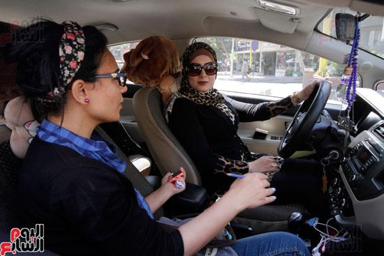 هالة بتشتغل سواق تاكسى بشياكة (2)