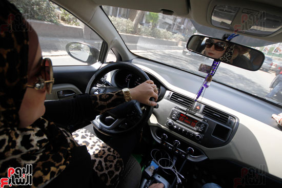 هالة بتشتغل سواق تاكسى بشياكة (3)
