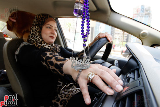 هالة بتشتغل سواق تاكسى بشياكة (15)