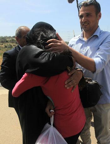 الإفراج عن أصغر أسيرة فلسطينية فى سجون الاحتلال الإسرائيلى (4)