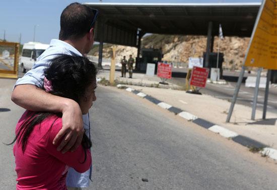 الإفراج عن أصغر أسيرة فلسطينية فى سجون الاحتلال الإسرائيلى (8)