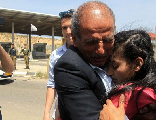 الإفراج عن أصغر أسيرة فلسطينية فى سجون الاحتلال الإسرائيلى (14)