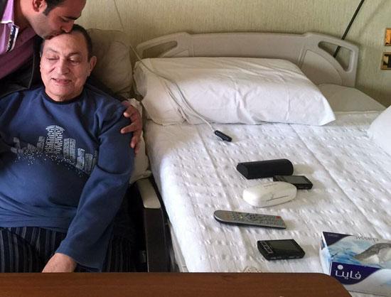 بالصور الرئيس حسنى مبارك يزداد وزنه بإستمرار لهذه الأسباب 1 28/4/2016 - 10:31 م