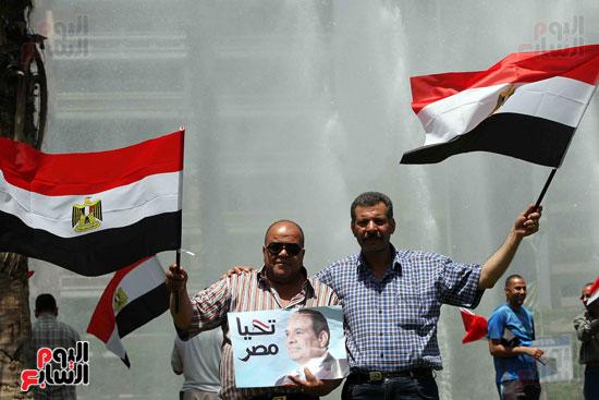 احتفالات المواطنين بذكرى تحرير سيناء (1)
