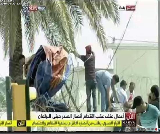 اقتحام انصار الصدر البرلمان العراقى (3)