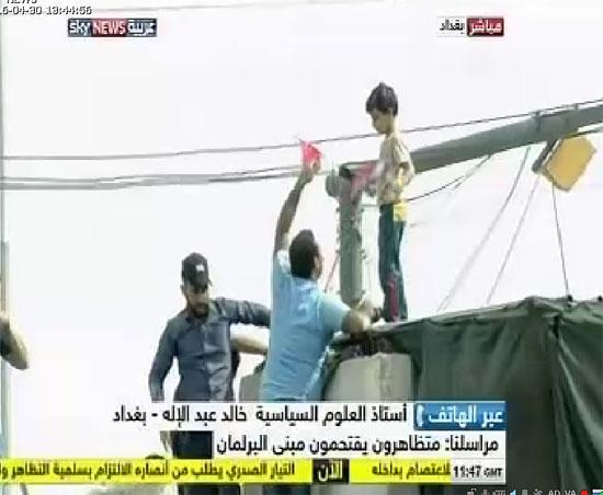 اقتحام انصار الصدر البرلمان العراقى (4)