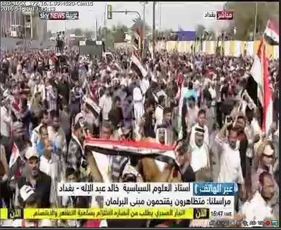 اقتحام انصار الصدر البرلمان العراقى (5)