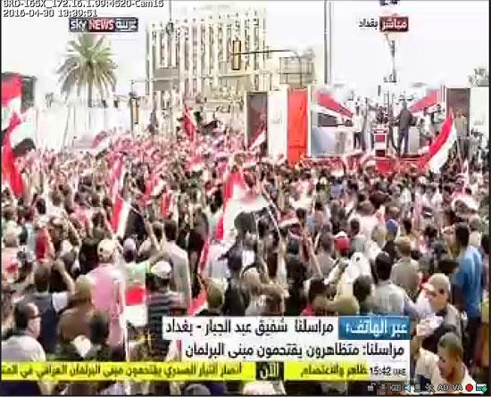 اقتحام انصار الصدر البرلمان العراقى (7)