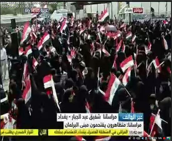 اقتحام انصار الصدر البرلمان العراقى (10)