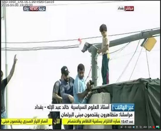 اقتحام انصار الصدر البرلمان العراقى (12)