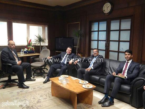 سفير سنغافوره فى زيارة لميناء الإسكندرية (1)