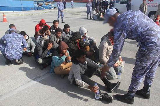 القوات البحرية تحبط محاولة هجرة غير شرعية لـ(14) مصريا شمال رشيد