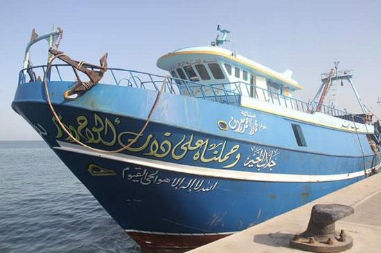 القوات البحرية تحبط محاولة هجرة غير شرعية لـ(16) مصريا شمال رشيد