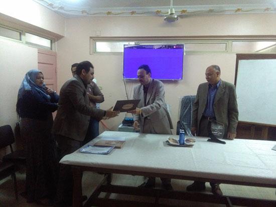 حفل توزيع شهادات اجتياز الدورة التدريبية بصحة بنى سويف (4)