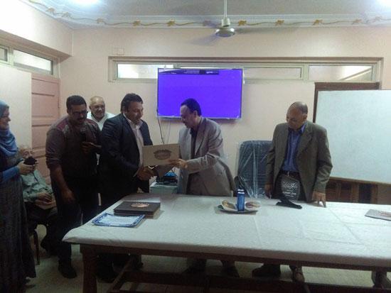حفل توزيع شهادات اجتياز الدورة التدريبية بصحة بنى سويف (5)